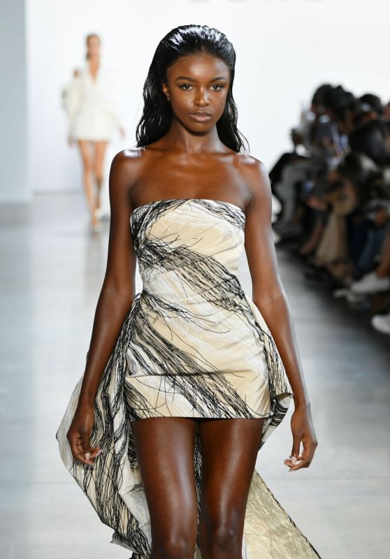 Leomie Anderson - Walking the Runway for Cong Tri at NYFW 09/09/2019
