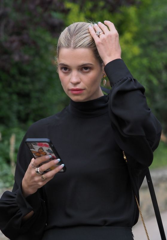Pixie Geldof – Valentino Fashion Show in Paris 09/29/2019
