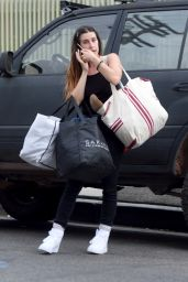 Scout Willis - Donating Bags of Cloths in Los Angeles 09/26/2019
