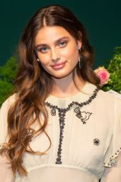 Taylor Hill – Longchamp Fashion Show in NYC 09/07/2019