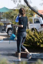 Zooey Deschanel in Leggings - Los Angeles 09/16/2019