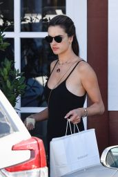 Alessandra Ambrosio - Brentwood Country Mart 10/26/2019