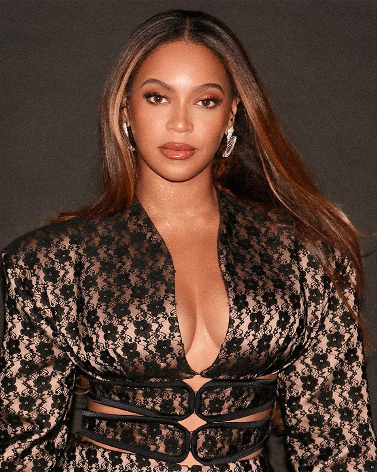 Beyonce Knowles - Beyonce Knowles Photos - 2006 American