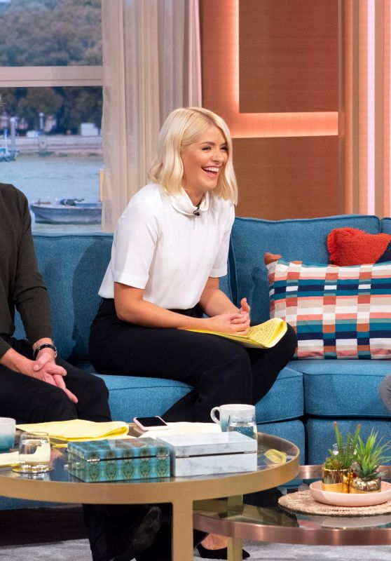 Holly Willoughby - This Morning TV Show in London 10/01/2019