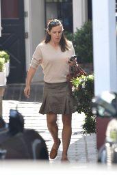 Jennifer Garner - Brentwood County Mart in Los Angeles 10/10/2019