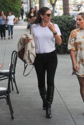 Jennifer Garner - Croft Alley in Beverly Hills 10/16/2019