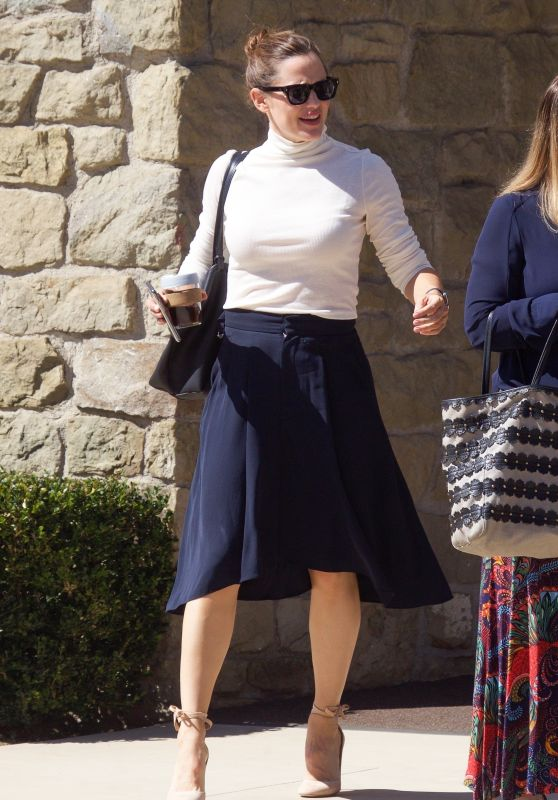 Jennifer Garner - Leaving Church in Pacific Palisades 10/06/2019
