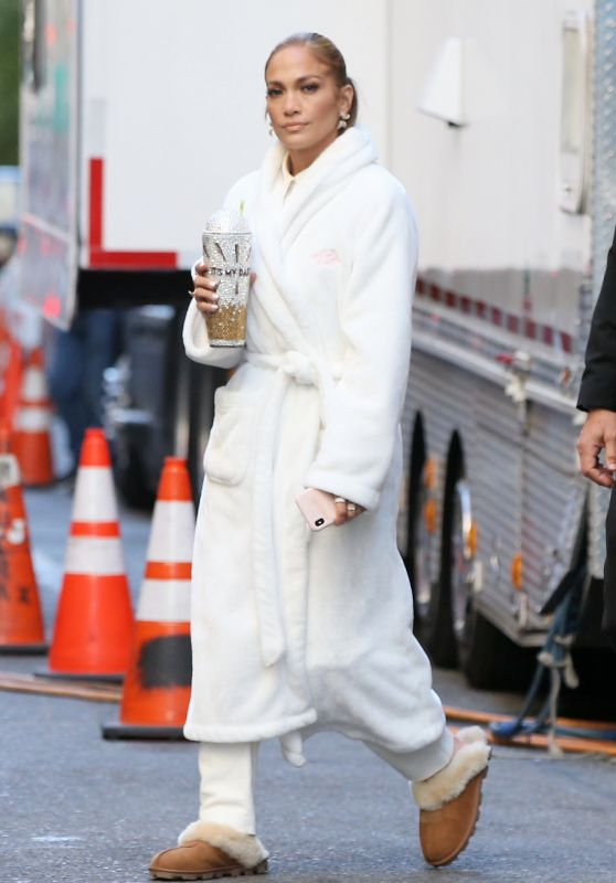 """Jennifer Lopez - On the Set of """"Marry Me"""" in NYC 10/15/2019"""