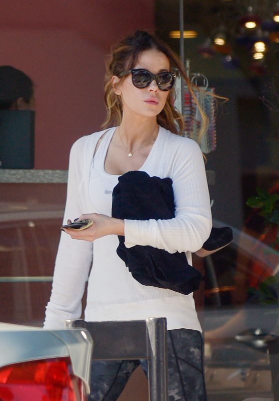 Kate Beckinsale - Shopping and a Manicure in LA 10/03/2019