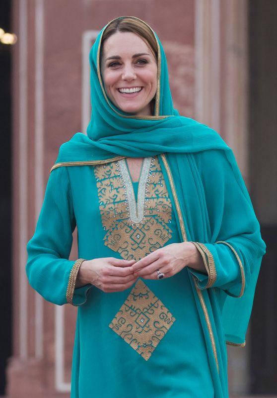 Kate Middleton - Badshahi Mosque in Lahore 10/17/2019