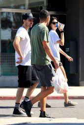 Kendall Jenner - Shopping at Petco in West Hollywood 10/08/2019