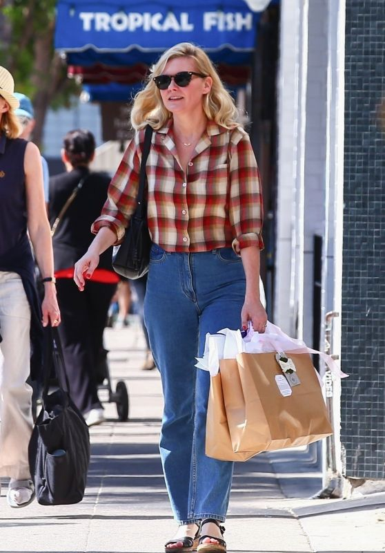 Kirsten Dunst - Shopping in Studio City 10/04/2019