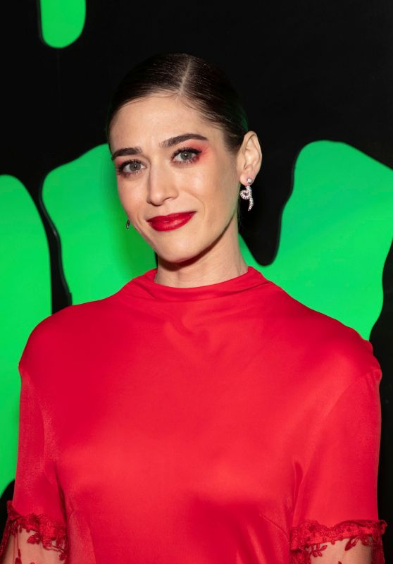 Lizzy Caplan – Huluween Party at NYCC 10/04/2019