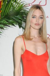 Martha Hunt - Academy Of Arts Take Home A Nude Art Party And Auction in NYC 10/15/2019
