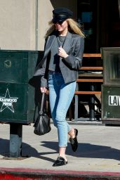 Miley Cyrus - Out For Lunch in Los Angeles 10/28/2019