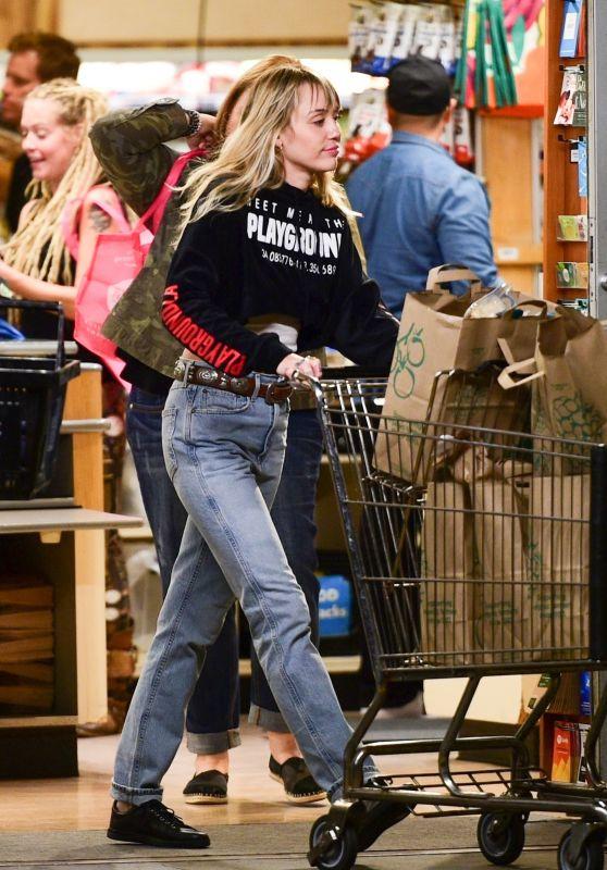 Miley Cyrus - Shopping in Sherman Oaks 10/05/2019