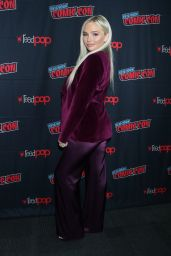 """Natalie Alyn Lind – """"Tell Me a Story"""" Press Room at NYCC"""