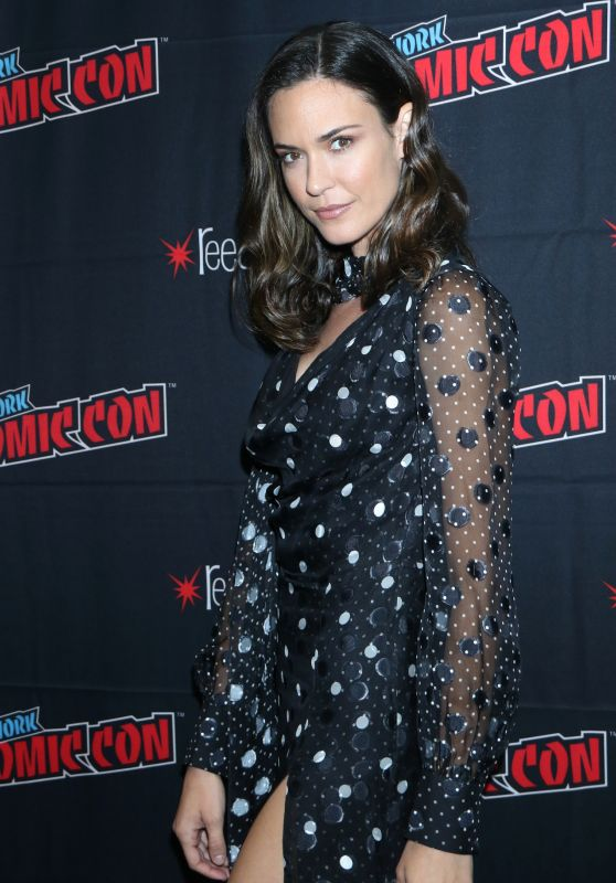 "Odette Annable - CBS All Access ""Tell Me a Story"" Press Room at NYCC 2019"