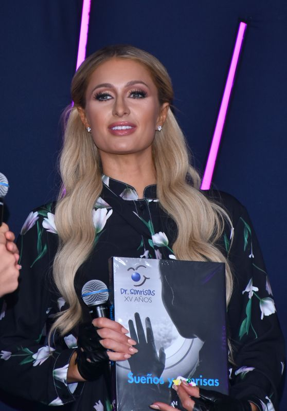 "Paris Hilton - Donates to the ""Dr. Sonrisas Foundation"" in Mexico City 10/17/2019"