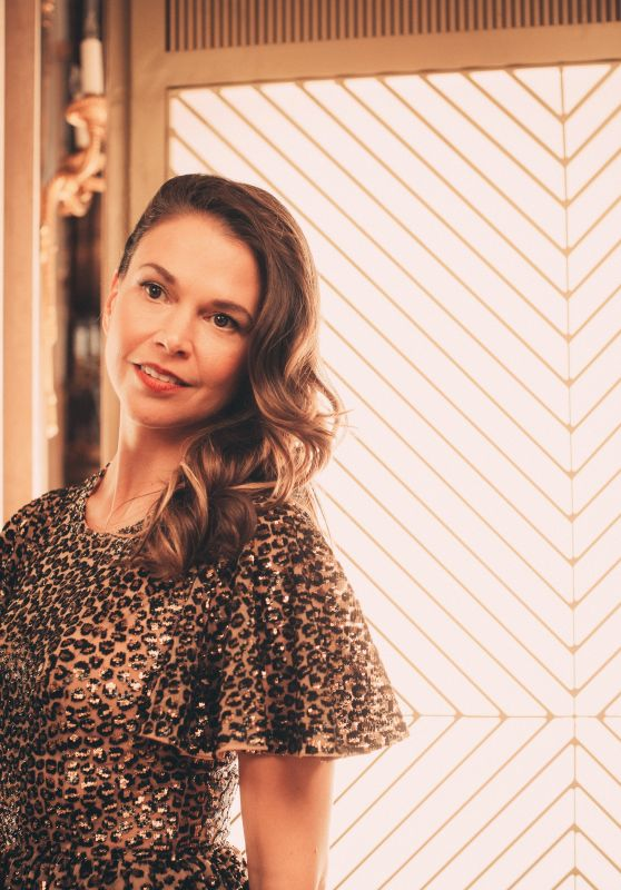 Sutton Foster - Photoshoot for Broadway.com 10/28/2019