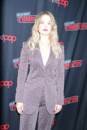 "Virginia Gardner - ""Runaways"" Press Room at NYCC 2019"