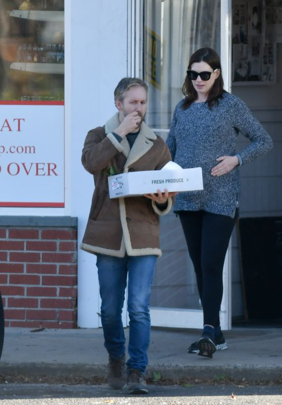 Anne Hathaway in a Heavy Grey Weater - Connecticut 11/03/2019