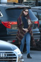 Anne Hathaway - Out in Connecticut 11/19/2019