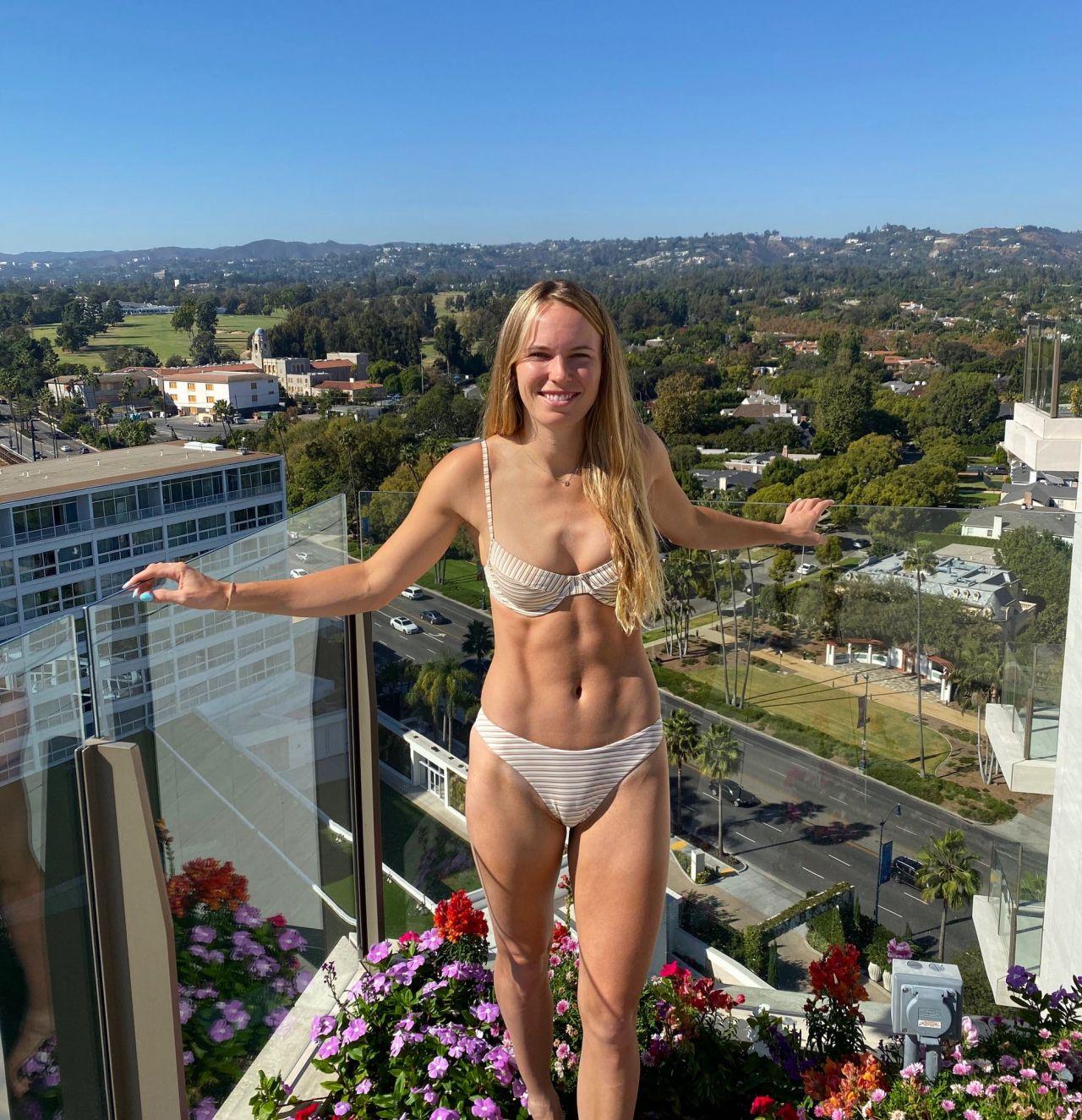 Shipka bikini kiernan January Jones'