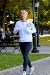 Claire Danes - Jogging in New York 10/26/2019