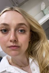 Dakota Fanning - Social Media 11/17/2019