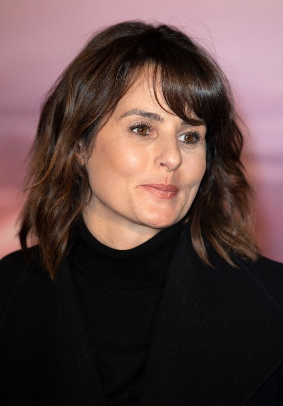 "Faustine Bollaert – ""Frozen 2"" Premiere in Paris"