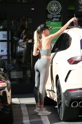 Hailey Rhode Bieber - Getting a Smoothie at Earthbar in West Hollywood 11/22/2019