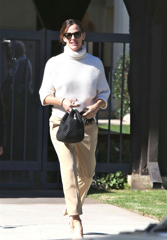 Jennifer Garner at Church in Pacific Palisades 11/24/2019