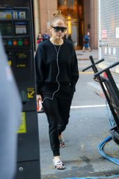"Jennifer Lopez - Arrives at the Set of ""Marry Me"" in New York 11/01/2019"