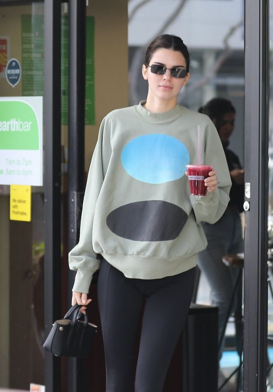 Kendall Jenner Cute Street Style 11/14/2019