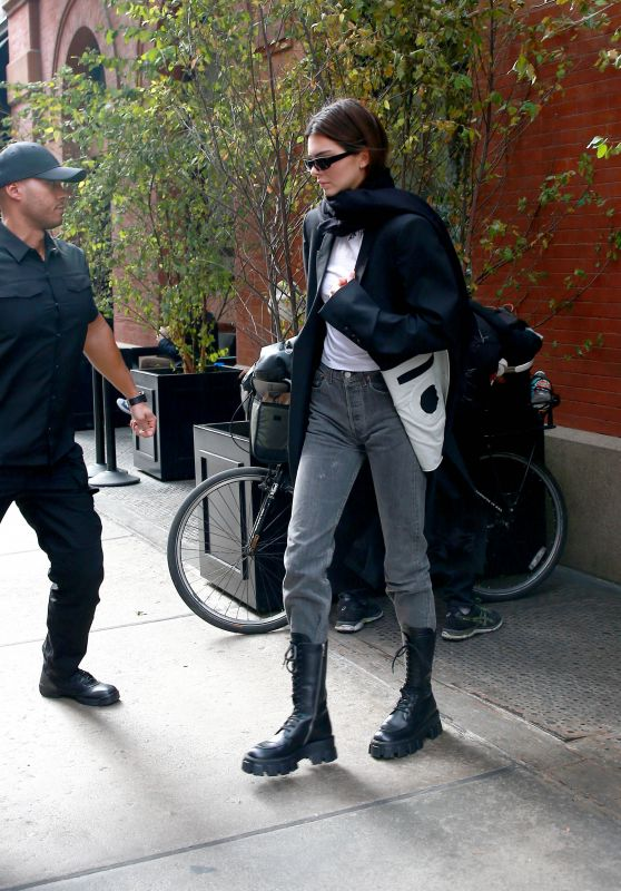 Kendall Jenner Street Style - Out in NY 11/20/2019