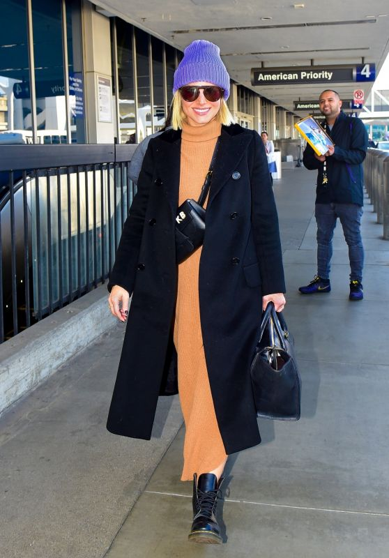 Kristen Bell in Travel Outfit - LAX in LA 11/11/2019