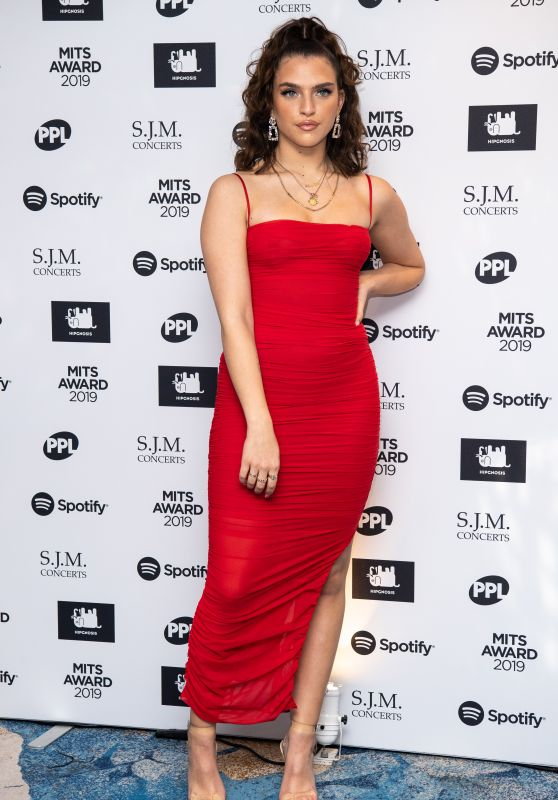 Mae Muller – 2019 Music Industry Trusts Award in London