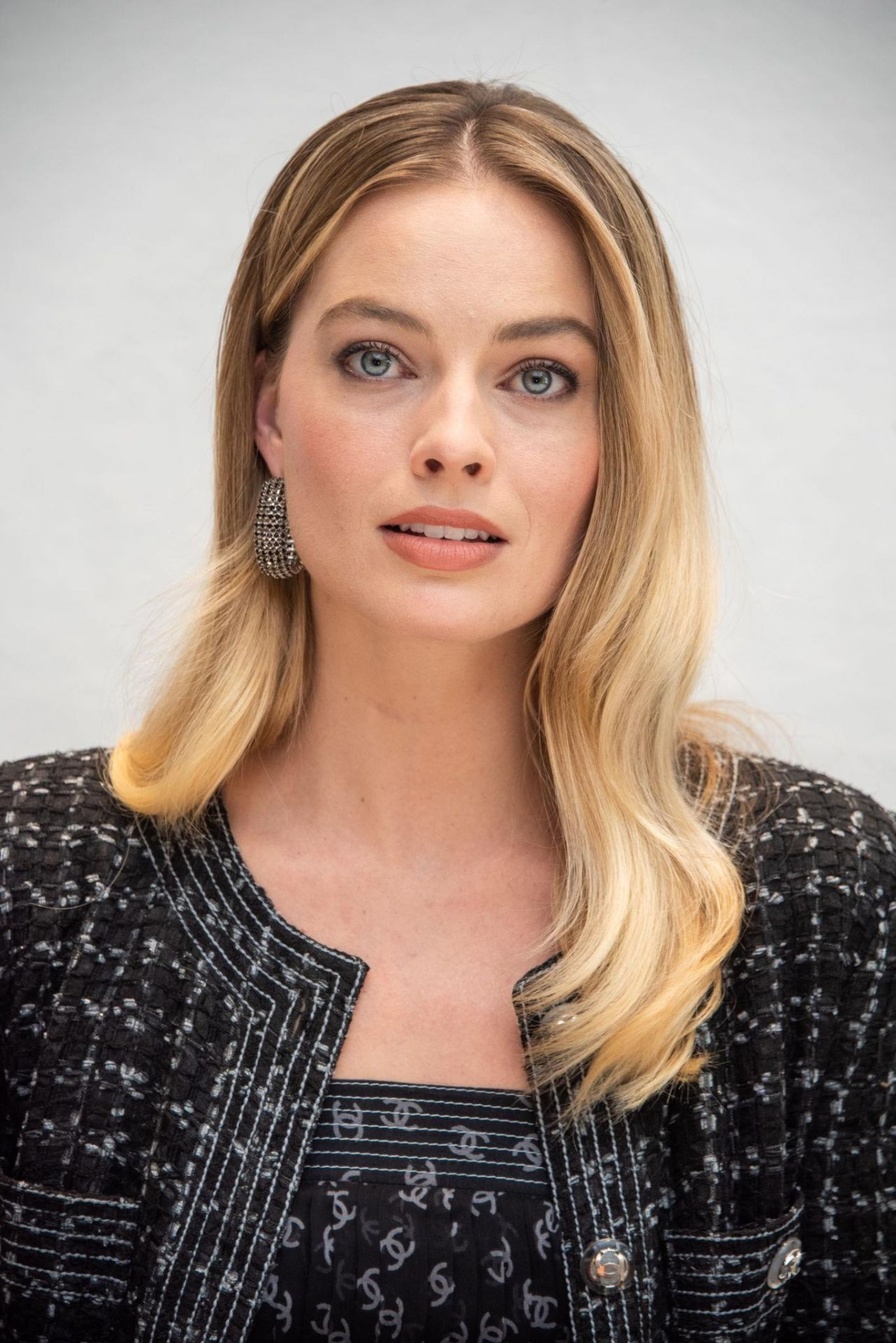 """Margot Robbie – """"Bombshell"""" Press Conference Photoshoot (more photos)"""