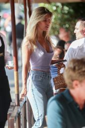 Natasha Oakley - Arrives for an Alfresco Lunch at Il Pastaio 11/14/2019