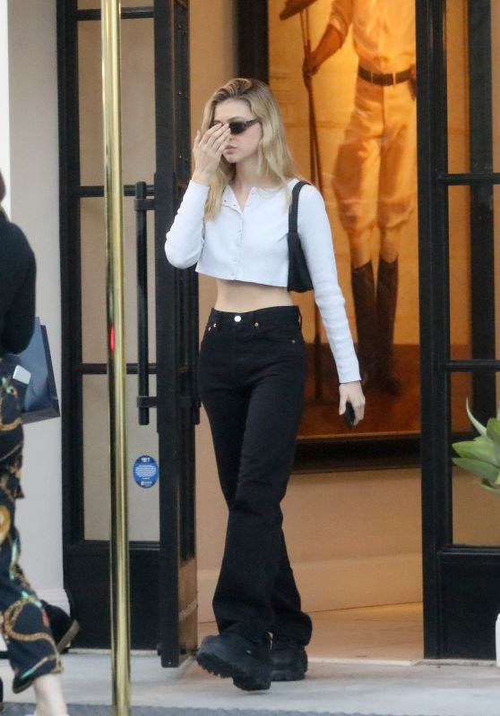 Nicola Peltz in a Cropped Sweater and Black Jeans 11/15/2019