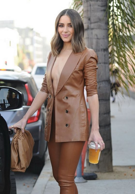 Olivia Culpo Street Style 11/14/2019