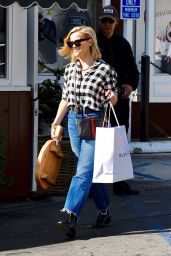 Reese Witherspoon - Shopping in Brentwood 11/25/2019