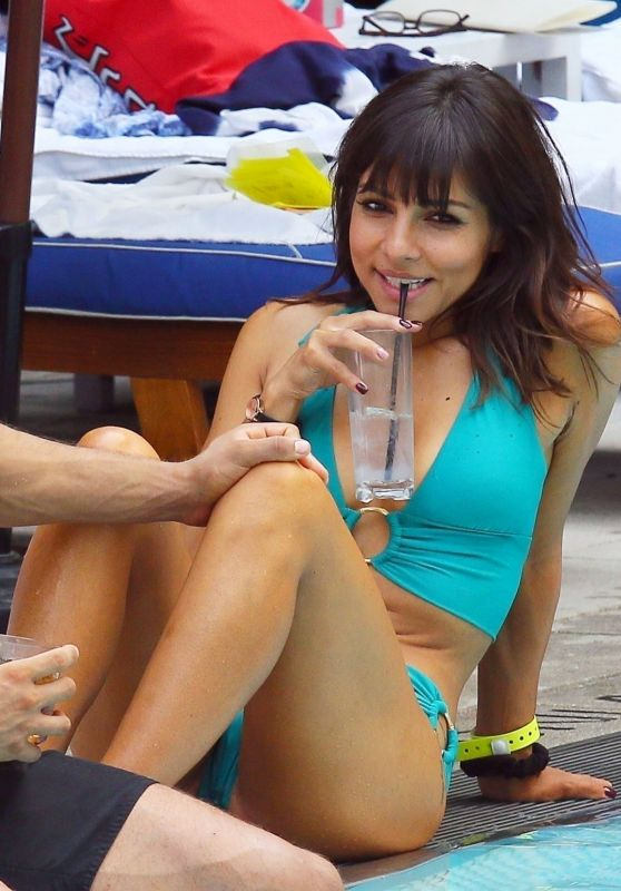 Roxanne Pallett in a Bikini in Miami 11/01/2019