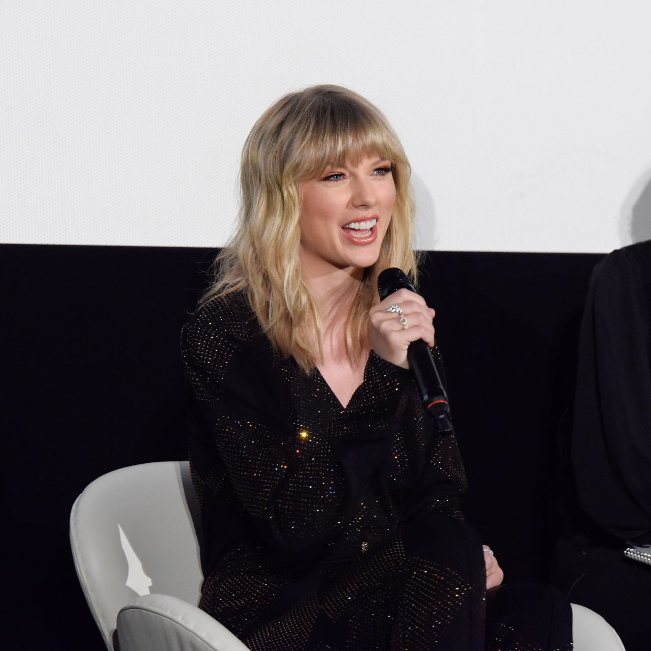 Taylor Swift gorgeous at fan event in Tokyo