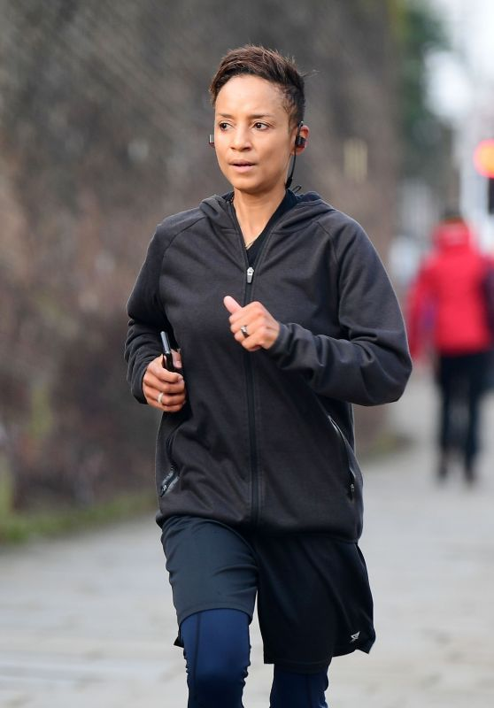 Adele Roberts - Jogging Out in London 12/29/2019