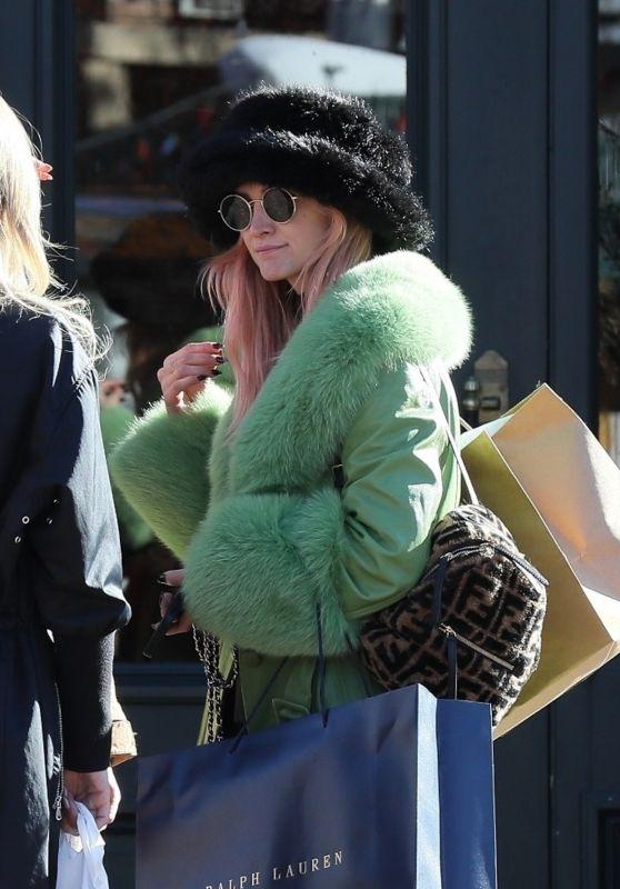 Ashlee Simpson Winter Style - Shopping in Aspen 12/26/2019