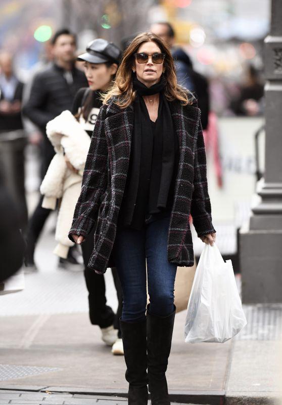 Cindy Crawford Street Style 12/27/2019