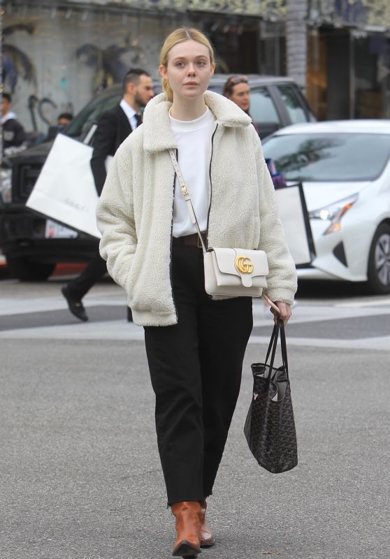 Elle Fanning Casual Style – Last-Minute Christmas Shopping 12/23/2019
