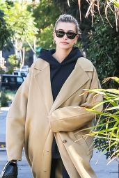 Hailey Rhode Bieber Street Style 12/09/2019